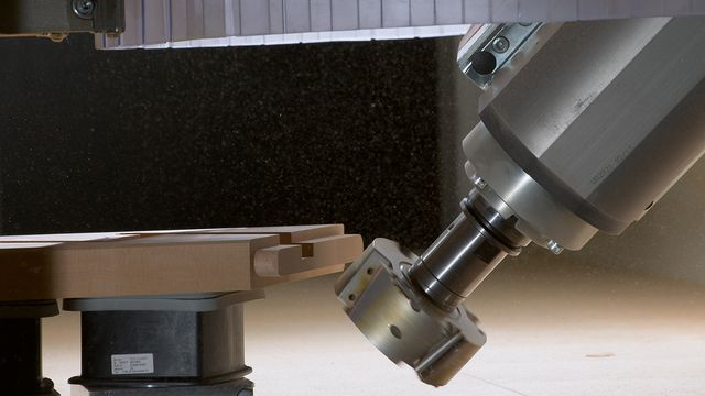 Powerful 5-axis cutter unit: Gimbal-mounted machining head with up to 17 kW