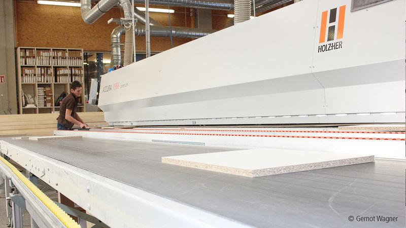HOLZHER vertical CNC machining center for wood and panels
