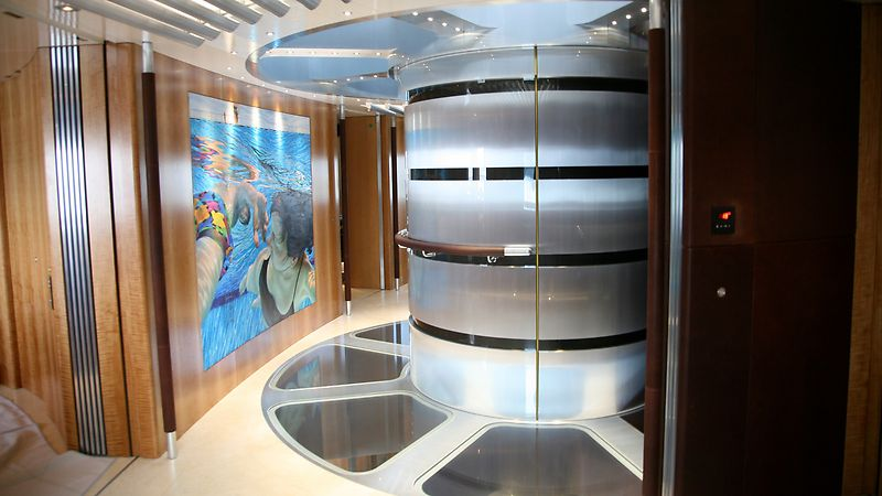 Exclusive yacht interior with nesting technology